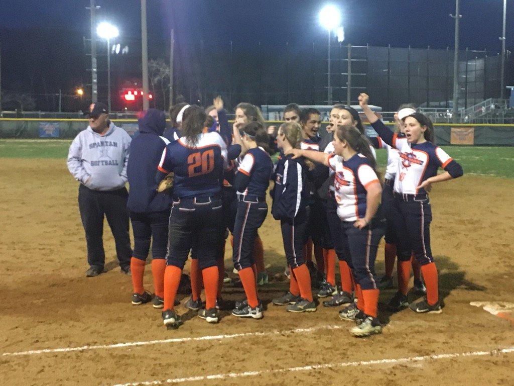 The+softball+teams+has+had+a+very+successful+spring+season.+Spring+sports+have+been+preparing+since+winter+green+days+to+perform+well+and+to+have+the+best+spring+season+possible.