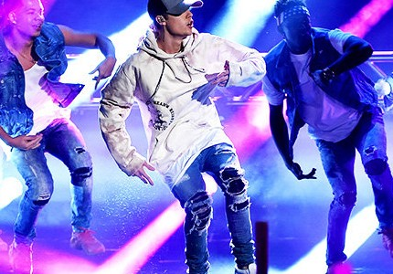 Bieber prepares for a year of stupefying performances for 2016