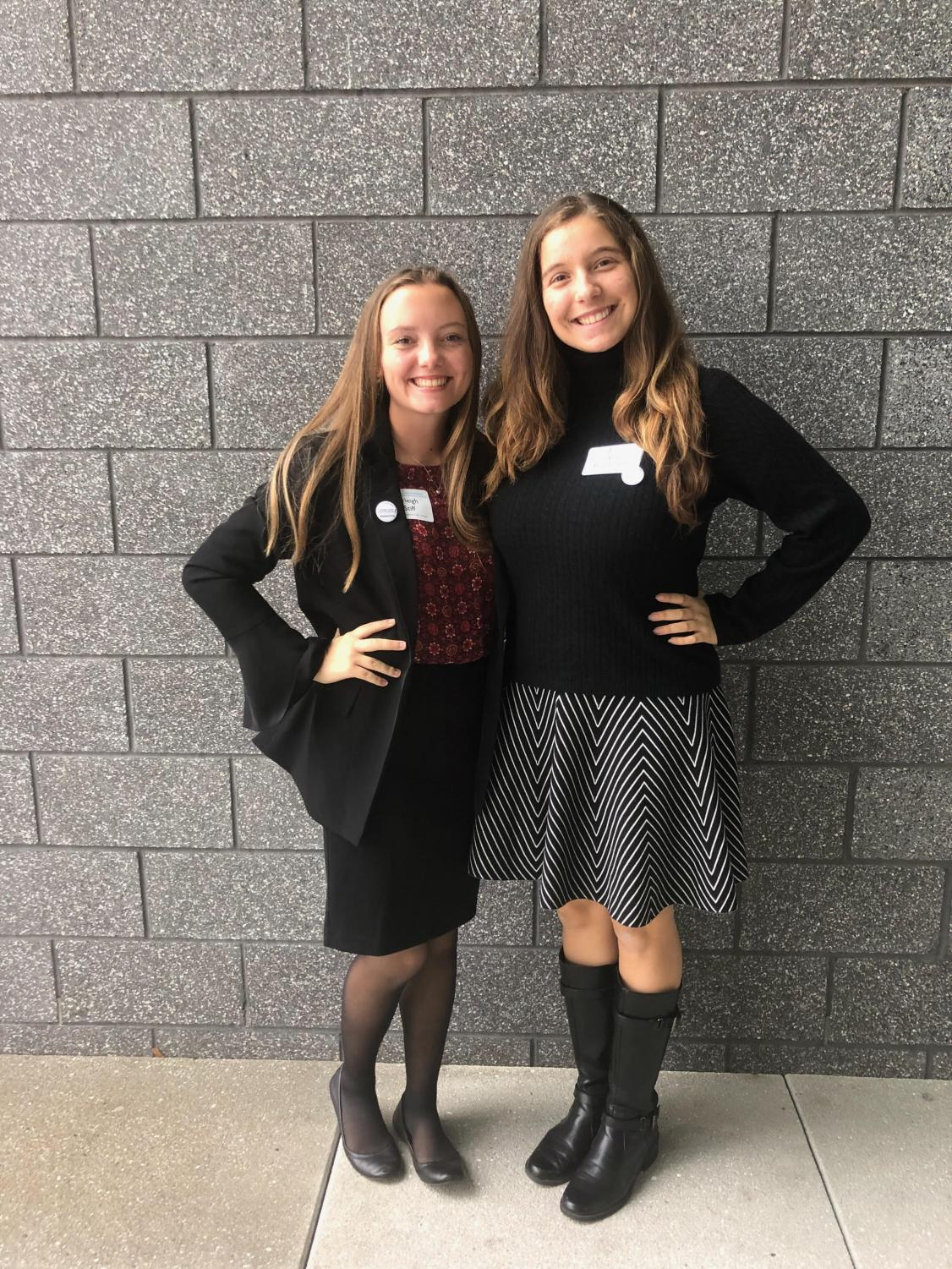 Arleigh Stiff (left) and Anna Bustamante (right) are two of the several peer tutors who attended the 2018 SSWCA conference, where they exchanged tutoring tips with tutors across the nation.