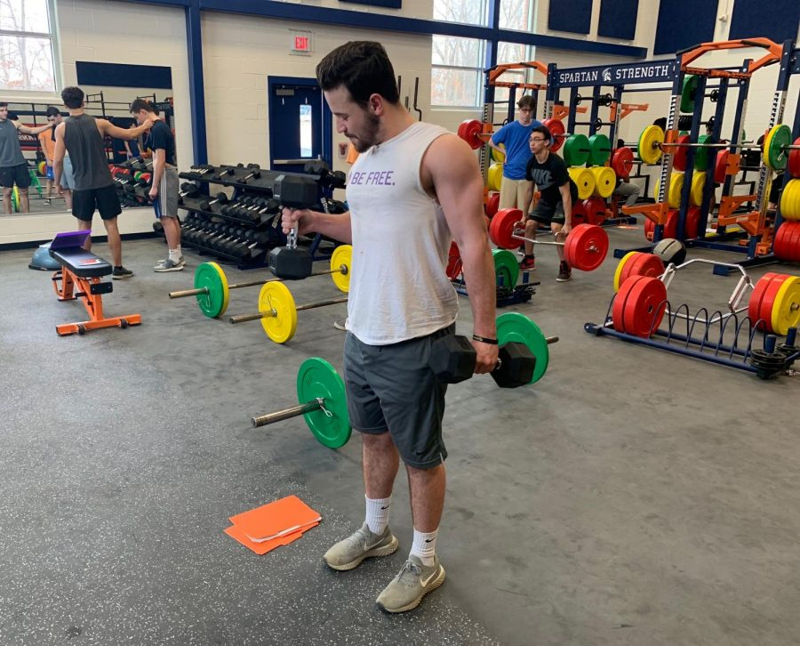 Senior+Jeffery+Beavers+builds+his+upper+body+in+his+personal+fitness+class+using+the+school%27s+new+dumbbells+and+equipment.+Beavers+has+been+part+of+the+personal+fitness+program+since+sophomore+year.