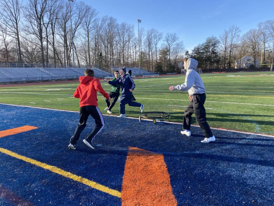 Four+Spartans+battle+in+a+frigid+game+of+Spikeball+in+Jaunary.+Depsite+the+below-freezing+conditions%2C+the+Spikeball+club+continued+to+be+a+hit+throughout+the+month%2C+with+meetings+continuing+twice+a+week.